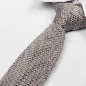 cravate tricot gris clair maille cravate italienne