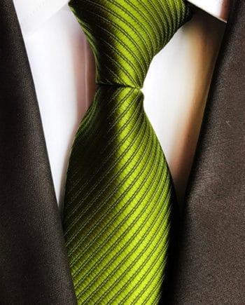 cravate mariage vert gazon cérémonie