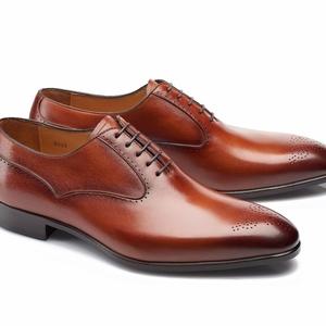 chaussures cognac patinée Richelieu bout fleurie