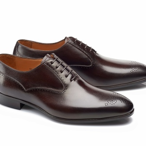 chaussures marron foncé patinée Richelieu bout fleurie