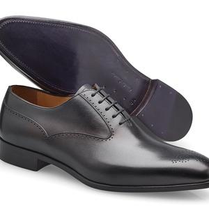 chaussures noir patinée Richelieu bout fleurie